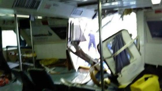Maltempo, ondata sfonda la cabina: paura sull'aliscafo Ponza-Formia. Nessun ferito