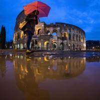 Maltempo a Roma, pioggia e vento: caduti alcuni alberi. Traffico in tilt