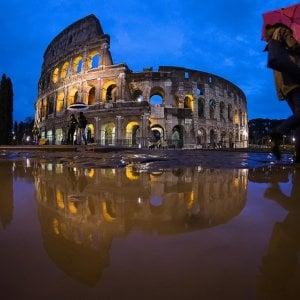 Maltempo sul Lazio, disagi sulla Roma-Napoli. Chiuse le banchine del Tevere