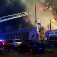 Roma, in fiamme Eurospin a Casal de' Pazzi: nessun ferito