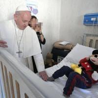 Palidoro, il Papa visita a sorpresa i piccoli pazienti del Bambino Gesù