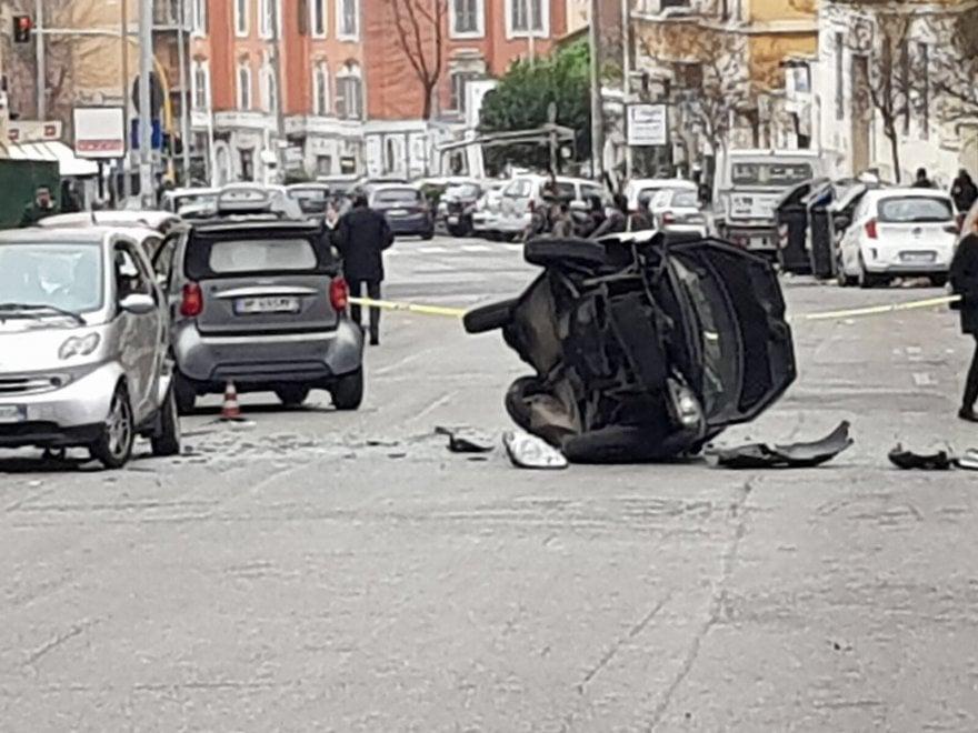 Roma, paura alla Balduina: in preda a malore camionista investe auto ferme e muore