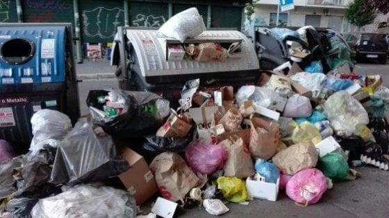 """Rifiuti a Roma, Pd incalza Raggi: """"Dove vuole portarli? Insufficiente accordo con Aprilia"""""""