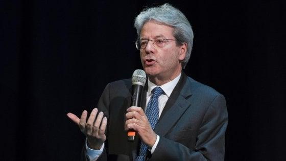 """Costituente per Roma, Gentiloni contro Raggi """"Scarsa efficienza"""". La sindaca """"Servono poteri, no chiacchiere"""""""