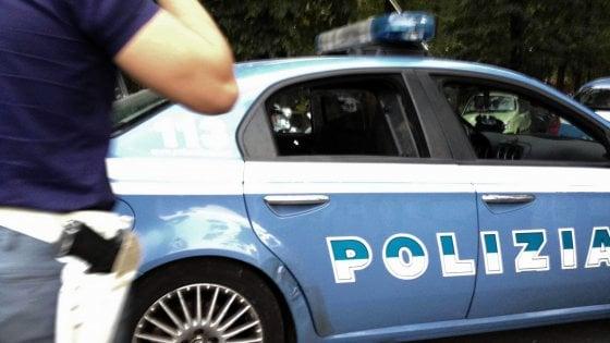 Roma, San Basilio: si finge poliziotto e rapina tunisino