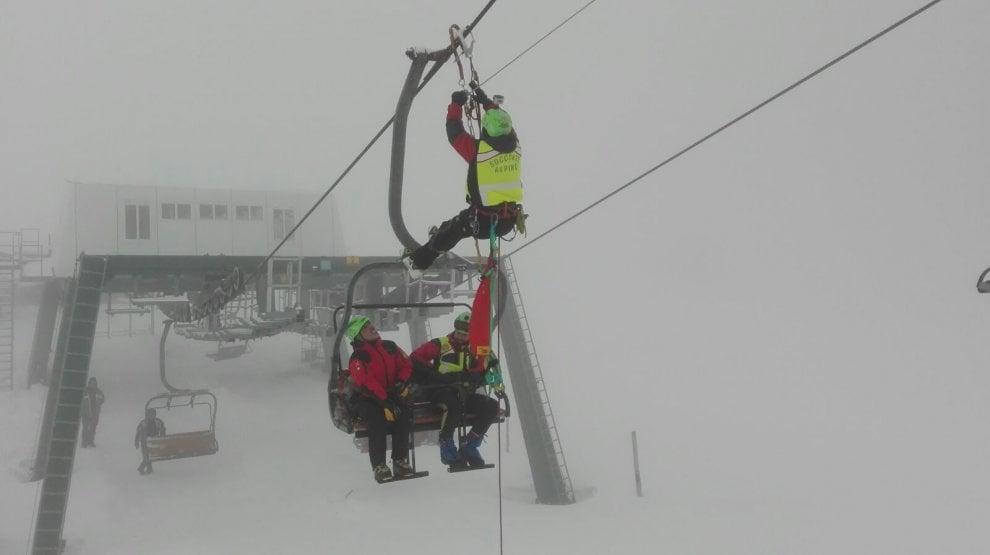 Seggiovia ferma e sciatori da evacuare: l'esercitazione del Soccorso Alpino a Filettino