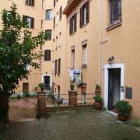 Roma, b&b abusivo e prostitute: sgomberate due case popolari a San Saba