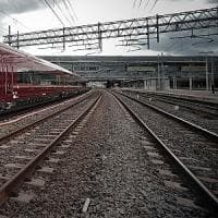 Roma, travolto dal treno mentre attraversava i binari vicino alla fermata