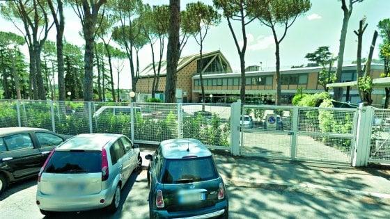 Roma, abusi sessuali al Massimo: dalle lezioni all'adescamento. Così il prof ha sedotto l'alunna