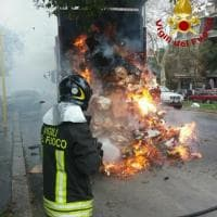 Roma, Monteverde: camion dell'Ama in fiamme