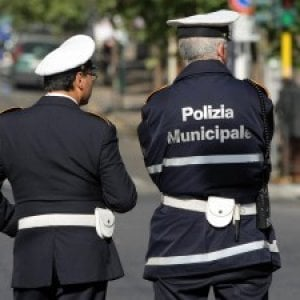 Roma, travolto da un'auto muore 14enne