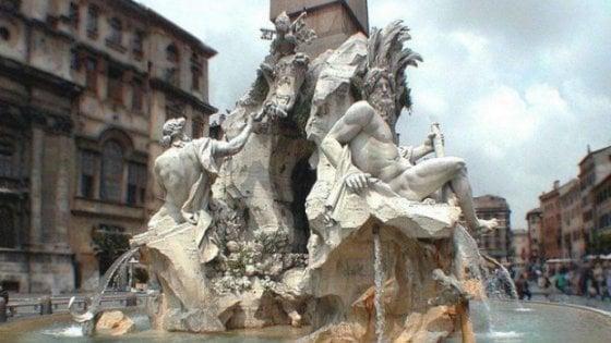 Roma: 33enne fa bagno nuda nella fontana di Piazza Navona