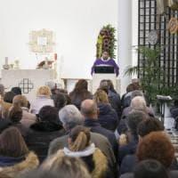 A Cassino i funerali dell'uomo suicida dopo le accuse di abusi sulla figlia. Il parroco: