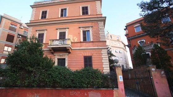 Roma, scempio in piazza Caprera: dal liberty al vetrocemento. Ruspe sul villino sotto tutela