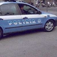 Roma, lo aggredisce con roncola: agente spara. Ferito di striscio
