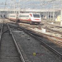 Roma Termini, il Frecciabianca esce dai binari
