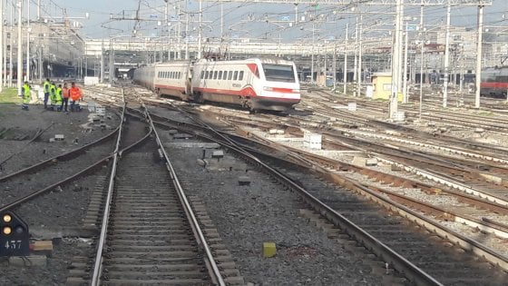 Roma, treno esce dai binari alla stazione Termini: nessun ferito