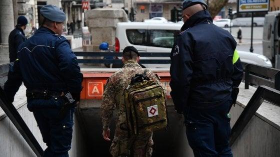 Roma, militare si suicida in un bagno della stazione metro ...