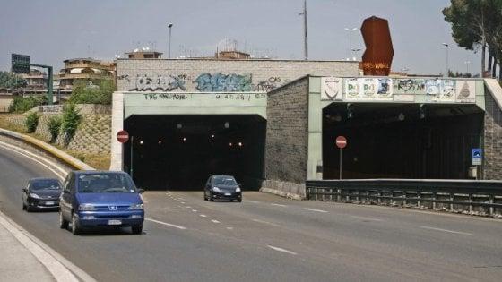 Roma, chiusa la galleria Giovanni XXIII: traffico in tilt