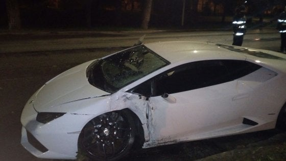 Roma, incidente all'alba per Bruno Peres a Caracalla: alcol test positivo, Lamborghini distrutta