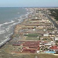 Ostia, abusi in spiaggia: Papagni a processo col funzionario che lo autorizzò