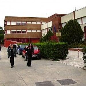 Roma, cade pezzo di intonaco al liceo Seneca. Gli studenti fanno sciopero bianco
