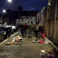 Roma, mercato abusivo in via Cipro: sequestrati 200 chili di abiti usati