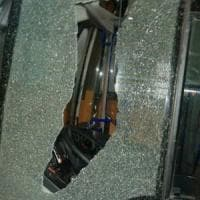 Roma, ancora un sasso contro bus Atac: autista illeso