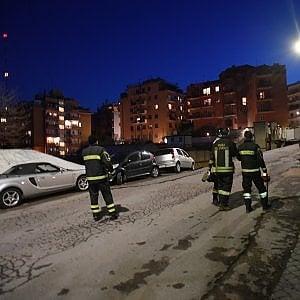 Roma, voragine alla Balduina: sette auto precipitate nel vuoto e due palazzi evacuati
