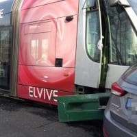 Roma, incidente sul lungotevere: scontro tra tram e auto