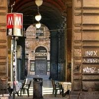Piazza Vittorio, lite tra senzatetto, un accoltellato