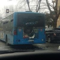 Ostia, a fuoco autobus Atac con passeggeri a bordo