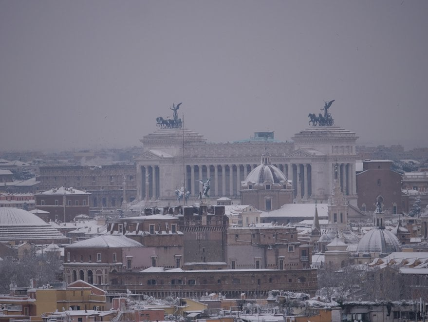 Neve a Roma, dall'Altare della Patria al Cupolone: lo spettacolo dei tetti innevati