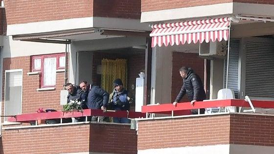 Latina, carabiniere spara alla moglie e la riduce in fin di vita. Poi si barrica in casa, uccide le figlie e si suicida