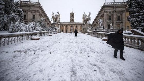 Comune Roma, dipendenti assenti per nevicata ma segnati in ferie:  sindacati scrivono a Raggi