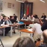 Grottaferrata, blitz anti migranti di Casapound durante il consiglio comunale