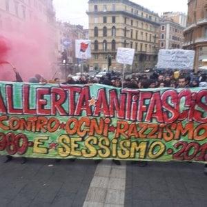 """Roma, CasaPound al Pantheon. Gli antifascisti in piazza: """"L'estrema destra non ha diritto di parola"""""""