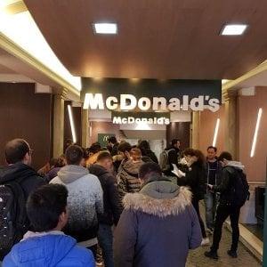 Roma, assalto al McDonald's di piazza di Spagna, colloqui di lavoro per 250 persone