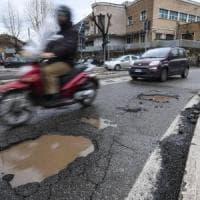 Emergenza buche Roma, i tecnici del Comune:
