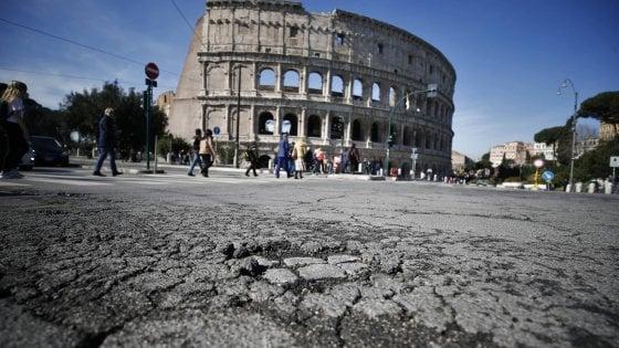 Roma: buche e Maltempo mandano il traffico in tilt