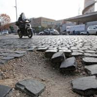 Emergenza buche,  Campidoglio autolesionista: paga danni anziché riparare