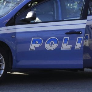Roma, litiga col coinquilino e tenta di accoltellarlo: arrestato 26enne