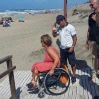 Sabaudia, mare negato ai disabili: condannato il comune. Dovrà installare passerelle
