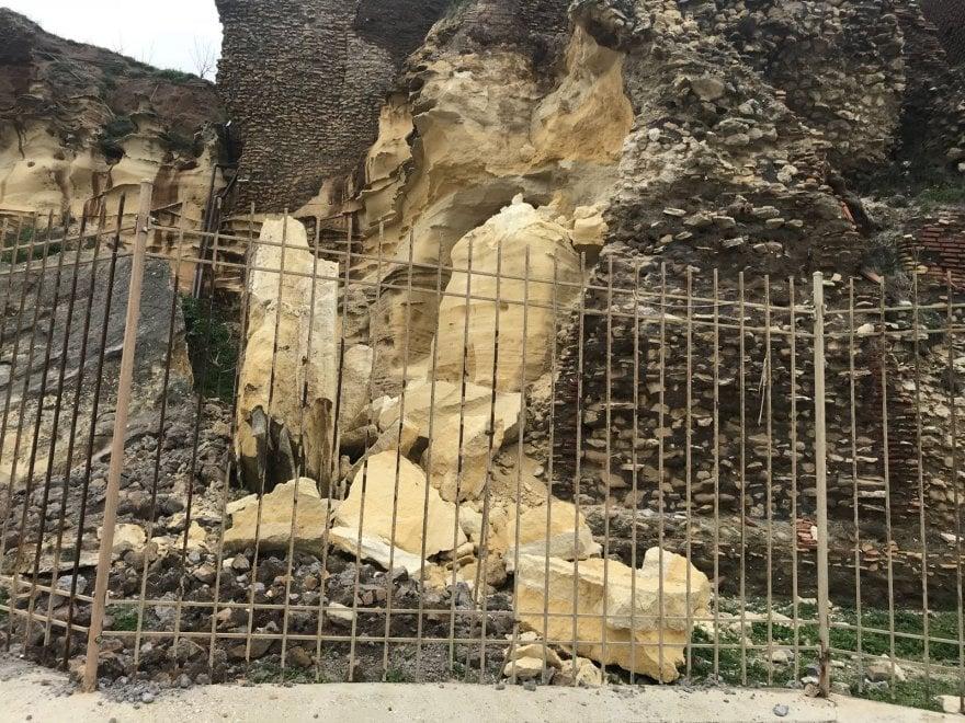 Anzio, crolli e smottamenti nella villa di Nerone per le mareggiate