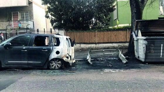 """Roma, cassonetti bruciati caccia ai vandali Ama: """"Un danno da 130mila euro"""""""