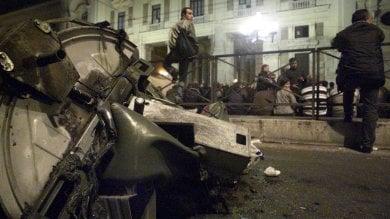 """Cassonetti bruciati, è caccia ai vandali  Ama: """"Un danno da 130mila euro"""""""