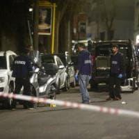 Roma, auto non si ferma all'alt a Monteverde: carabiniere spara e ferisce due passanti