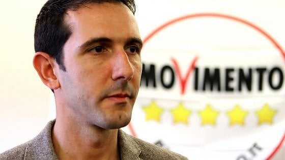 """Pomezia, M5s scarica il sindaco ribelle: i consiglieri si dimettono. Fucci: """"Irresponsabili"""""""