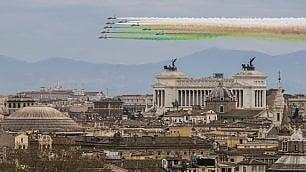 Il volo delle Frecce Tricolori  per l'Unità nazionale  foto