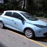 Guidonia, l'auto del sindaco cinquestelle sul parcheggio disabili. L'opposizione: